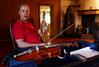 Torgeir Straand spielt die Hardangerfiedel - © Stefan Schomann